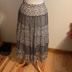 Pretty Black & White Skirt